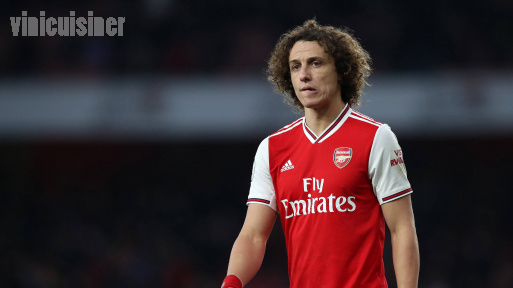 ดาวิด ลูอีซ ของ Arsenal เดินออกไปหลังจากโดนใบแดง ในการสัมภาษณ์ก่อนการแข่งขันกับSky Sportsมิเคลอาร์เตต้าถูกขอให้อธิบายการหายตัวไปของเดวิดลูอิส
