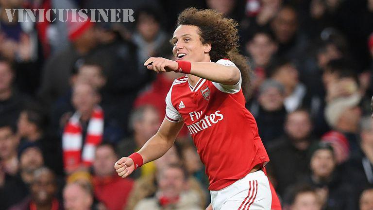 David Luiz ต้องการอยู่อาร์เซนอล โอกาสสูงมาก Kia Joorabchian กล่าว อาร์เซนอลมีตัวเลือกที่จะรักษา David Luiz เป็นปีที่สองแต่มันก็หมดอายุในระหว่างการล็อค