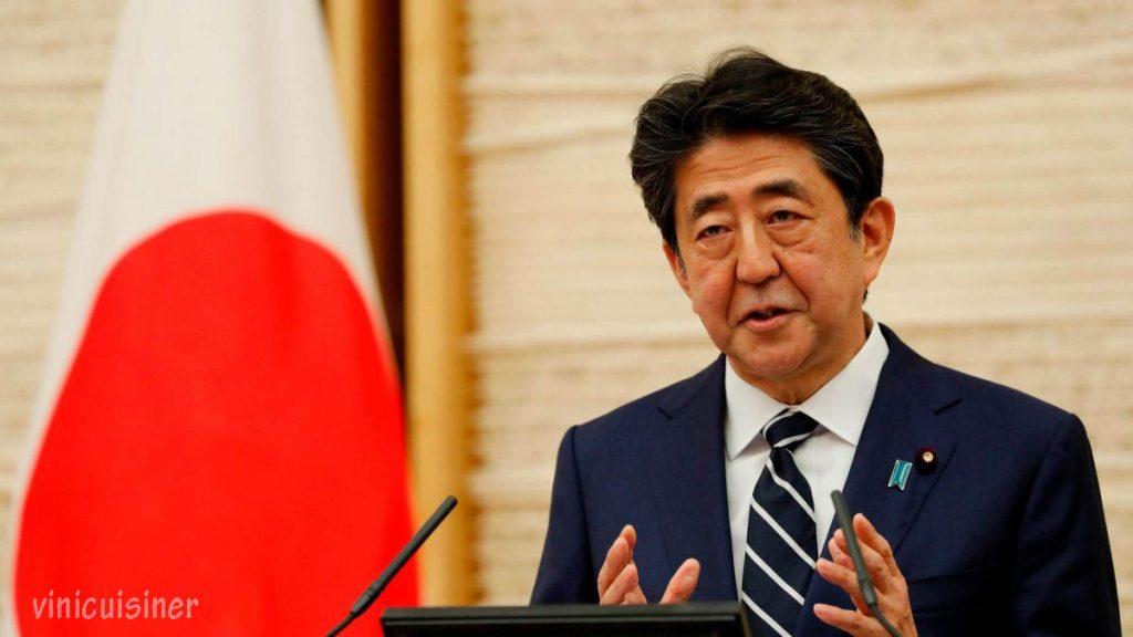 นายกรัฐมนตรีญี่ปุ่น ชินโซอาเบะหยุดพักร้อน 3 วันเมื่อสัปดาห์ที่แล้วและใช้หนึ่งในนั้นเพื่อตรวจร่างกายก็เปิดกล่องแพนโดร่าทางการเมือง