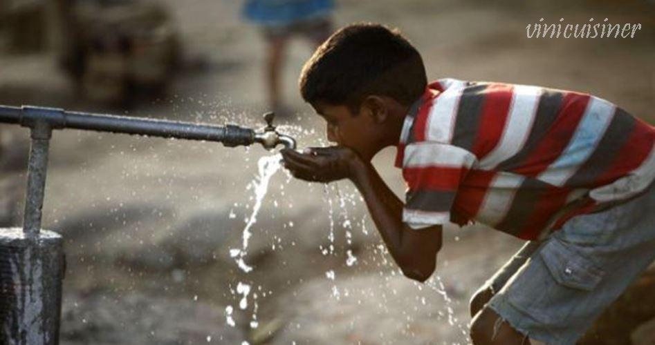 การขาดแคลนน้ำ ทำให้สุขอนามัยในการระบาดของโรคระบาดในเม็กซิโกซิตี้เมืองหลวงของเม็กซิโกเต็มไปด้วยตึกระฟ้าในย่านที่ร่ำรวยเช่น Reforma