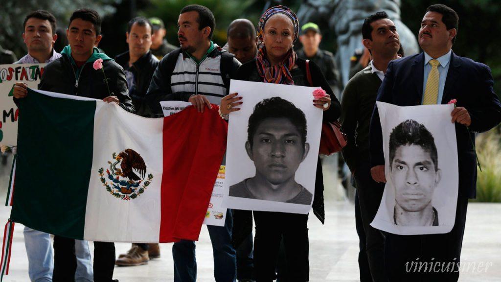 ผู้ปกครอง ของนักเรียนที่หายตัวไปในเม็กซิโกยังคงมีความหวังหกปีหลังจากการหายตัวไปLuz María Telumbre ยังคงยึดมั่นกับความหวังว่าลูกชาย