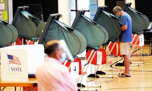 33 รัฐจะขอให้ผู้มีสิทธิเลือกตั้ง สวมหน้ากากที่หน่วยเลือกตั้ง