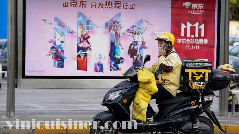 นักช้อปชาวจีน แห่ช้อปปิ้งเทศกาลใหญ่ที่สุดในโลก คาดว่าผู้บริโภคชาวจีนจะใช้จ่ายหลายหมื่นล้านในทุกอย่างตั้งแต่อาหารสดไปจนถึงสินค้าฟุ่มเฟือย