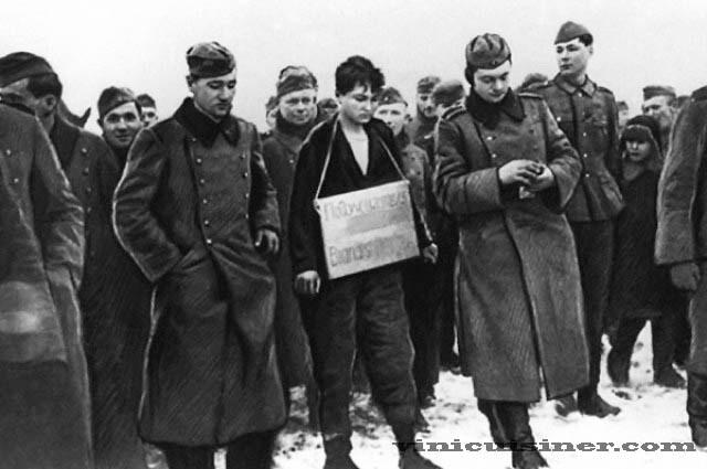 ผู้พิทักษ์นาซี ที่ถูกเนรเทศออกจากสหรัฐฯยินยอมที่จะถูกสอบสวน อดีตผู้คุมค่ายกักกันนาซีวัย 95 ปีที่ถูกเนรเทศออกจากรัฐเทนเนสซีได้ตกลงที่จะสอบสวน