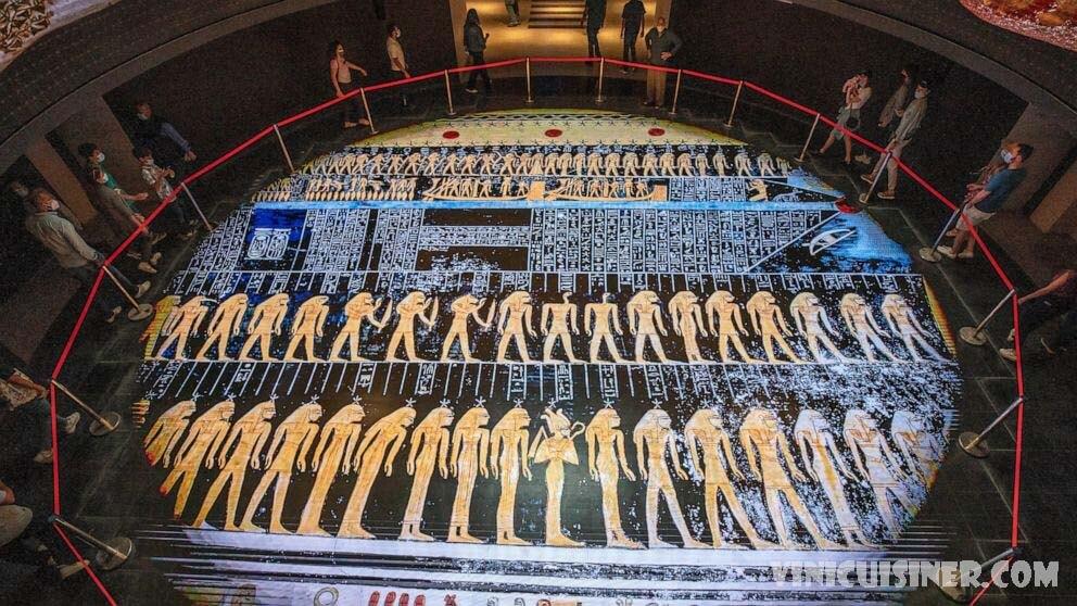 อียิปต์เดิมพันกับการค้นพบโบราณ เพื่อดึงการท่องเที่ยวออกจากการแพร่ระบาด คนงานขุดและเข็นรถสาลี่ที่เต็มไปด้วยทรายเพื่อเปิดปล่องใหม่ที่แหล่งโบราณ