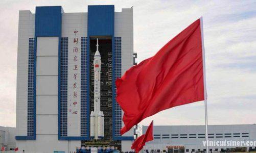 จรวดบนแพจีน พร้อมส่งลูกเรือคนแรกสู่สถานีอวกาศ
