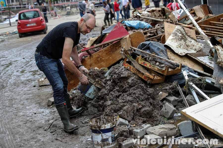 เบลเยียมจัดงานวันไว้ทุกข์จากเหตุน้ำท่วม เบลเยียมจัดงานหนึ่งวันเพื่อไว้ทุกข์ให้กับผู้ที่ตกเป็นเหยื่อของอุทกภัยเมื่อสัปดาห์ที่แล้ว